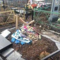 В «ДНР» массово разрушают могилы боевиков (фото)